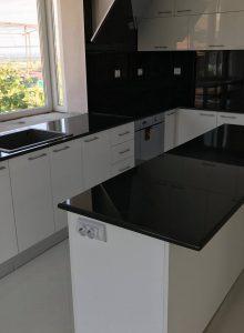 7. кухня черен гранит-1