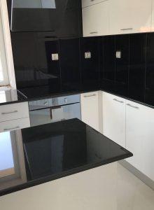 7. кухня черен гранит-2
